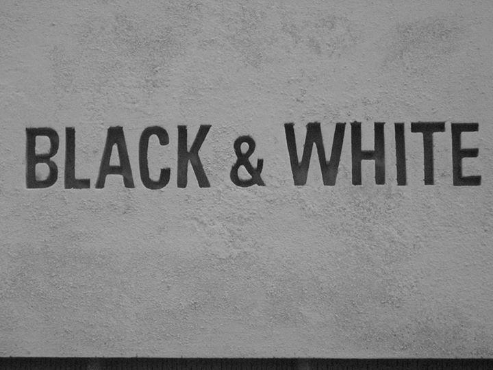 картинка черно-белая css